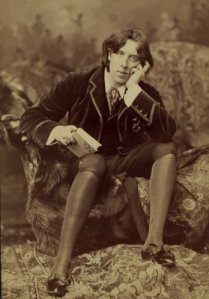 Oscar Wilde, Dandy and Scamp
